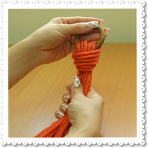 Home Handicraft: Making a Knot with 9 Pieces of Wool