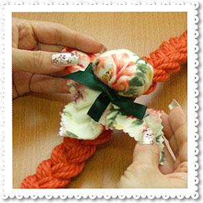 Home Handicraft: Sachet Tied to Braid with Ribbon